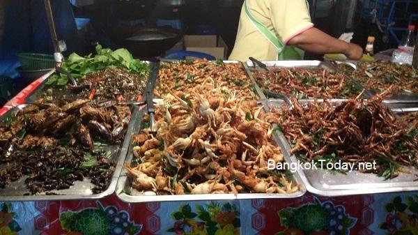 ร้านขายแมลง แมง ทอด ธุรกิจทำเงินตามตลาดนัด ตลาดโต้รุ่ง